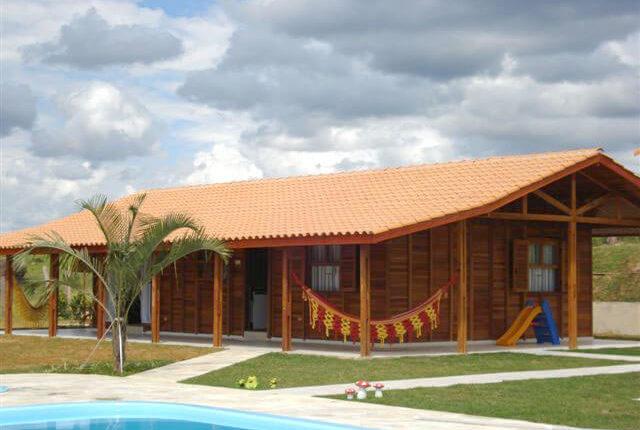Casa de madeira com 3 dormit rios servbem boncasa express for Modelos de casas de 3 dormitorios